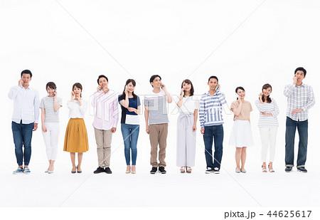 若い男女(スマホ) 44625617