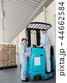 フォークリフト ビジネスマン 倉庫の写真 44662584