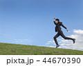 駆ける ビジネスマン 男の写真 44670390