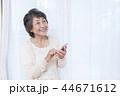 シニア女性 スマートフォン 44671612