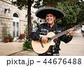 マリアッチ ミュージシャン ギターの写真 44676488