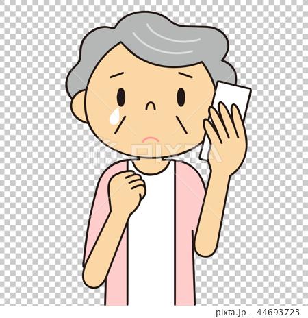 シニア 女性 泣きながら電話をするおばあちゃん 44693723