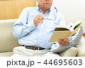 シニア男性、読書、見えない 44695603