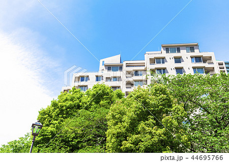 マンションのある都市風景 44695766