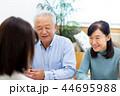 ビジネスウーマン、シニア夫婦、相談 44695988