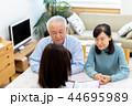 ビジネスウーマン、シニア夫婦、相談 44695989