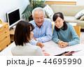 ビジネスウーマン、シニア夫婦、相談 44695990