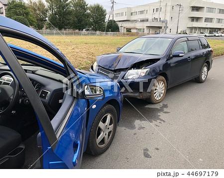 危険な交通事故 44697179