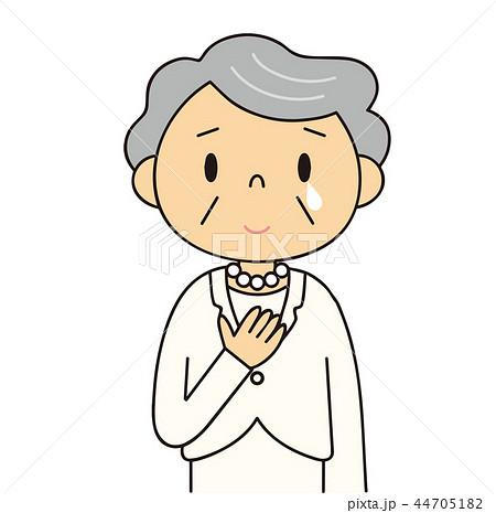 44705182 女性 シニア 微笑みを浮かべ泣いているおばあちゃん 白いスーツ 冠婚葬祭