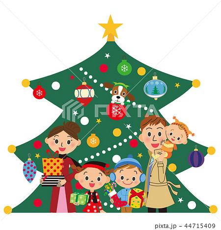 クリスマスツリーの前に立つ家族 44715409