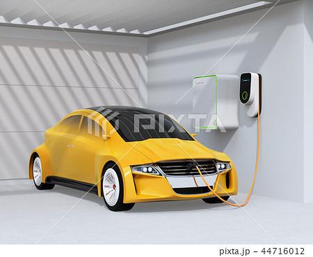 自宅の充電スタンドに充電している電気自動車のイメージ 44716012