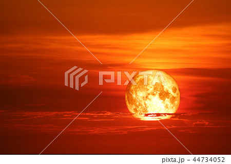 blood moon red cloud red-orange sky and ray around 44734052