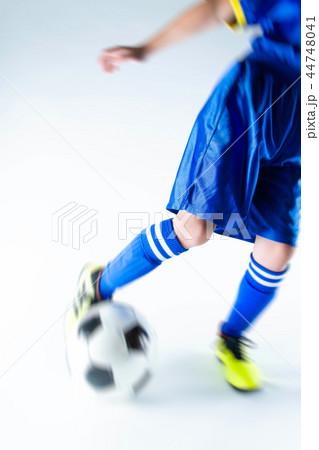 サッカー少年 44748041