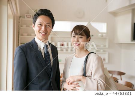 共働き夫婦 dinks 若い日本人男女 44763831