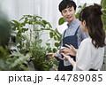 花屋で働く男性 44789085