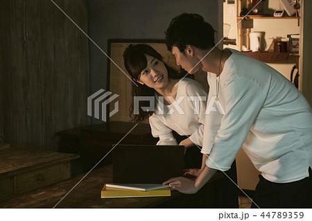 夫婦のライフスタイル 44789359