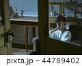男性 屋内 ソファの写真 44789402