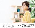 女性 ノートパソコン 在宅ワークの写真 44791877