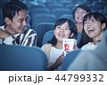 映画館で映画を見る観客 44799332