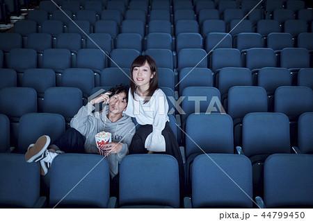 映画 館 ガラガラ ガラガラの映画館で映画を見たことある?