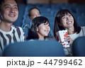 映画館で映画を見る観客 44799462