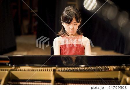 ピアノの発表会 44799508