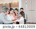 家族 三世代 リビングの写真 44813009