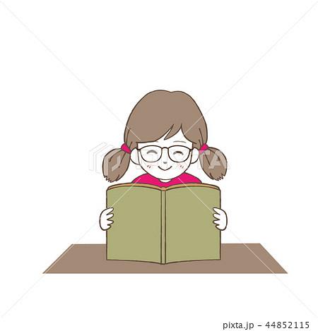 読書をする眼鏡の女の子  44852115
