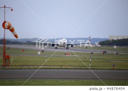 飛行機の離陸(北海道女満別空港) 44876404