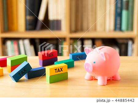 税金 TAX 本棚 税金いろいろ 豚の貯金箱 44885442