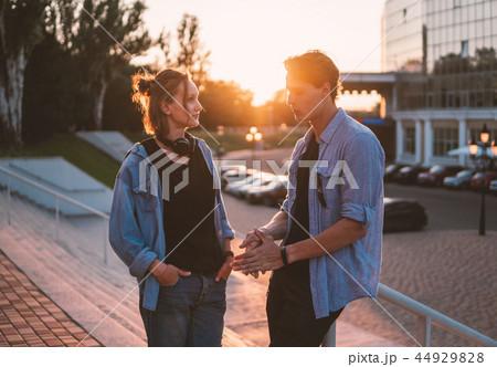chris evans scarlett johansson dating