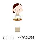 割烹着のお母さん お茶とお饅頭を差し入れ 44932854