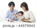 ファミリーイメージ  家族団らん 44979943