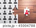 人とは異なるユニークな思考を持つイメージ。パズルから一つのピースが抜け出す。 45004788