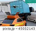 ドローン 飛行 SUVのイラスト 45032143