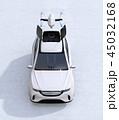SUVのルーフから飛び立つドローンの正面イメージ 45032168
