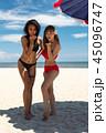 ビーチ 浜辺 女性の写真 45096747