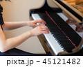 ピアノ 演奏 女性 45121482