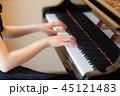 ピアノ 演奏 女性 45121483
