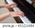 ピアノ 演奏 女性 45121484