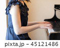 ピアノ 演奏 女性 45121486