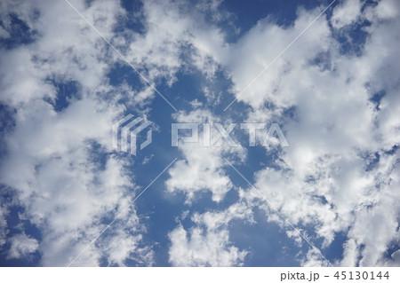 青空と白い雲  45130144