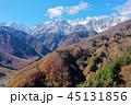 雪に覆われた白馬連山と紅葉 45131856