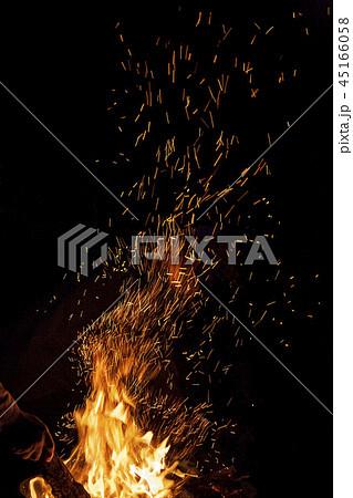 炎 焚き火 火 45166058