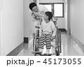 リハビリ中の小児 45173055