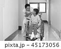 リハビリ中の小児 45173056