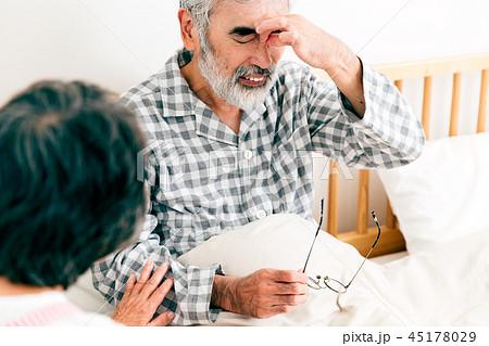 介護 看病 シニア 高齢者 45178029