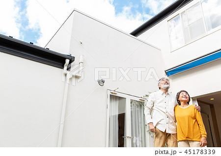 シニア 夫婦 マイホーム 45178339
