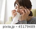 泣く女性 45179489