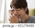 泣く女性 45179490